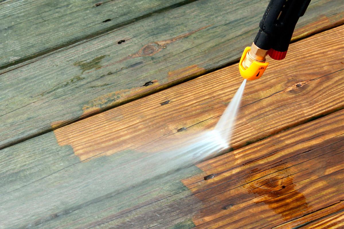 Decapado de madera con chorro a presión