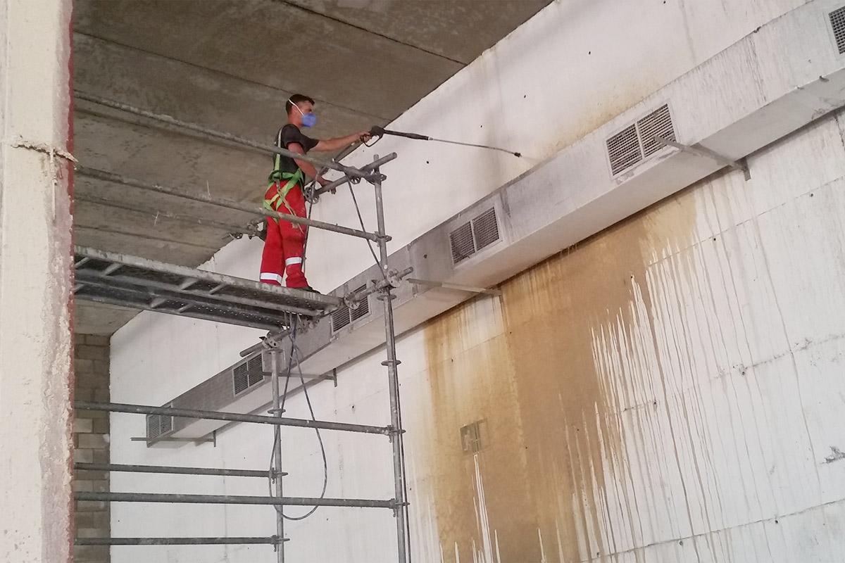 Limpieza profesional de garages y naves industriales