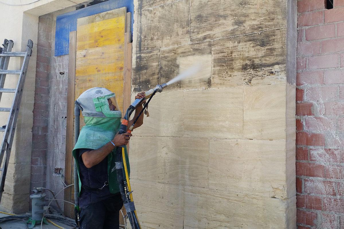 Limpieza de fachada de arenisca