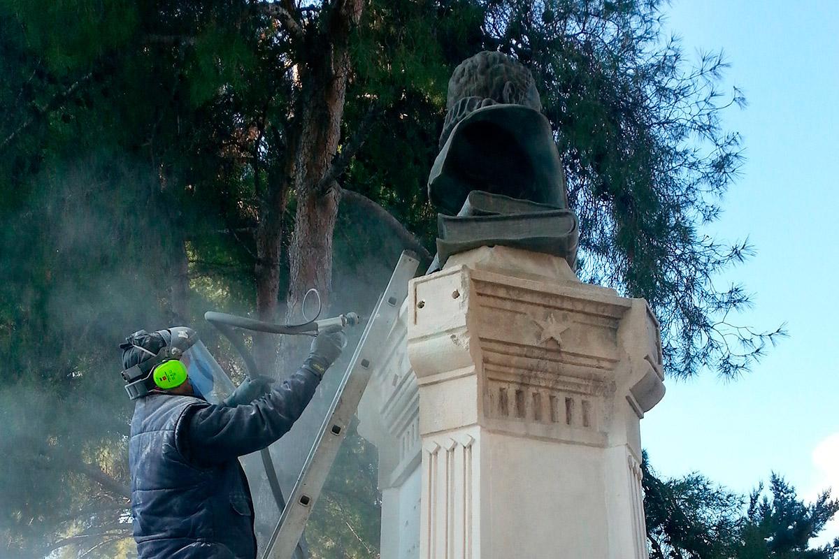 Restauración de monumentos y mobiliario urbano