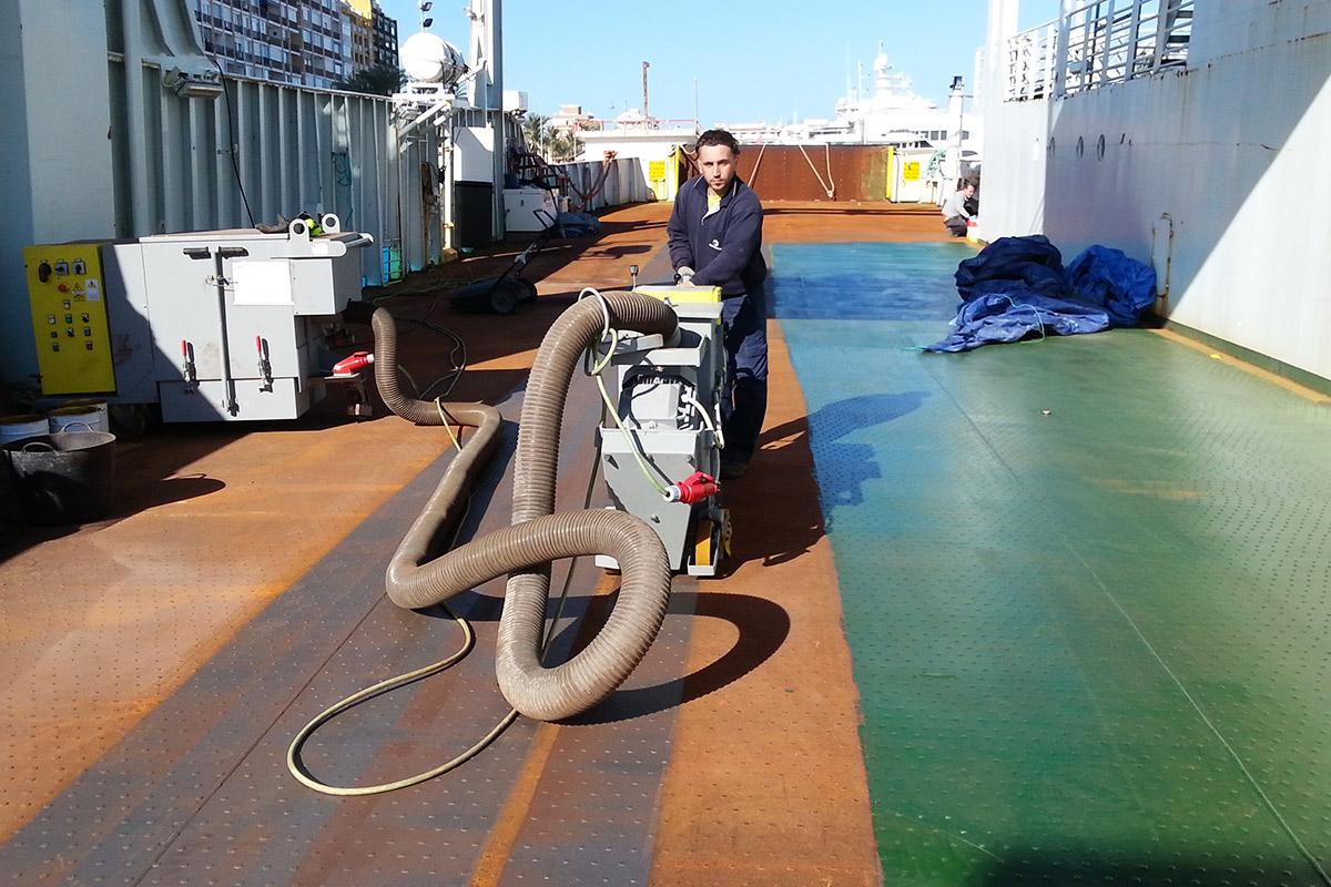 Restauración en cubierta de barco