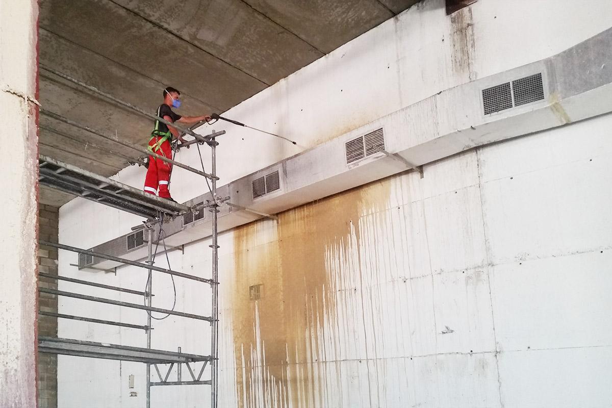 Limpieza profesional de naves industriales