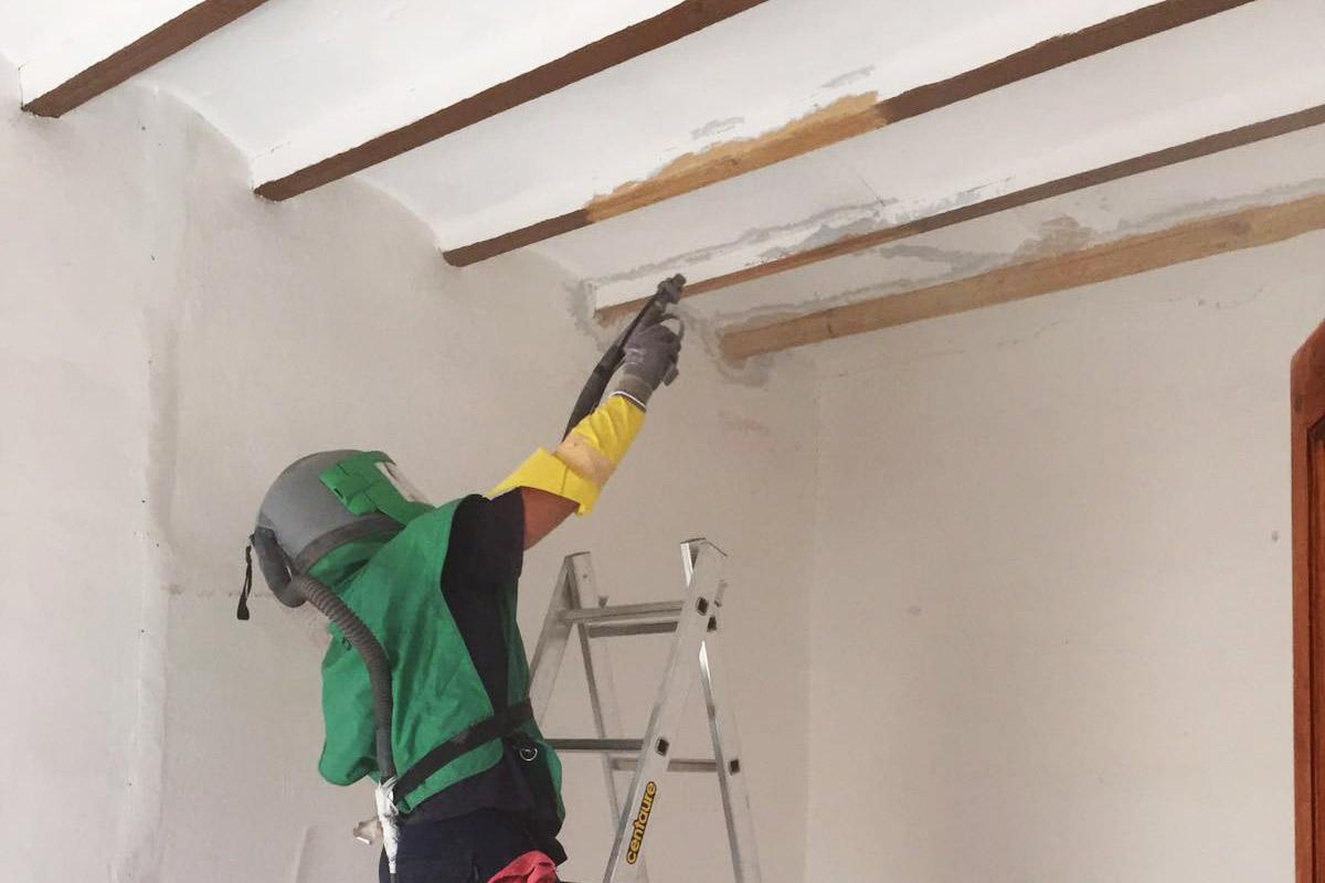Limpieza y restauración de vigas de madera