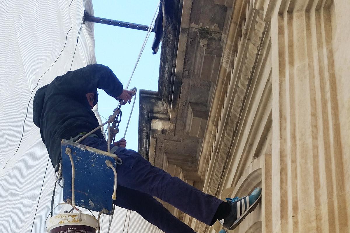 Restauración de fachada de arenisca en Alcoy